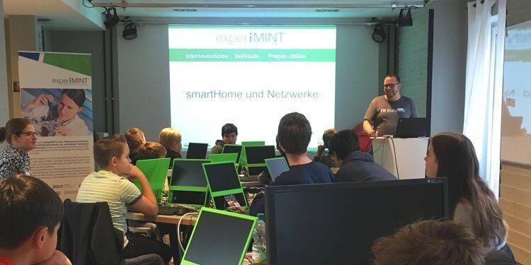 »experiMINT-« Projekt im Pioneers Club ebnet Wege zum Programmieren